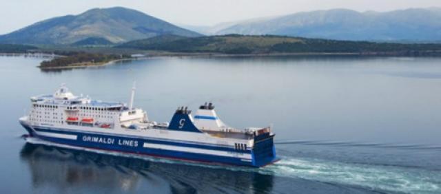 Traghetto Grimaldi Lines in navigazione