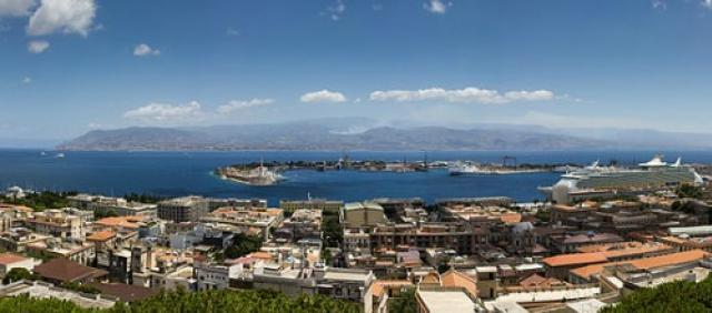 Veduta panoramica del porto di Messina
