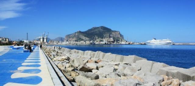Il porto di Palermo visto dal lungomare