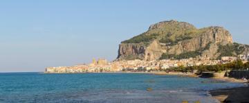 Guida Cefalù - Dalla rocca al mare cristallino