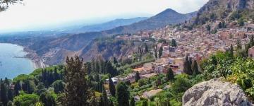 Guida Taormina 2018 - Un terrazzo naturale a picco sul mare